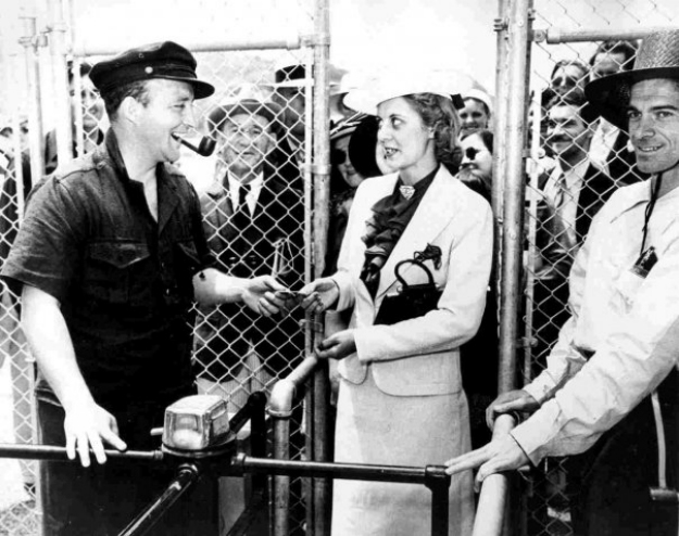 Bing Crosby takes the first ticket for Del Mar's opening in 1937. Photo: Del Mar Thoroughbred Club.