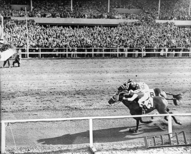 Seabiscuit (inside) and Ligaroti match race at Del Mar in 1938. Photo: Del Mar Thoroughbred Club.