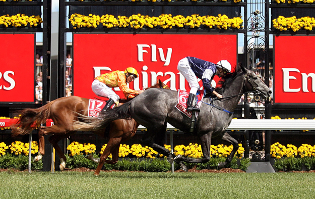 Efficient crosses the wire to win the 2007 Melbourne Cup. Photo: AP/Victorian Racing Club.