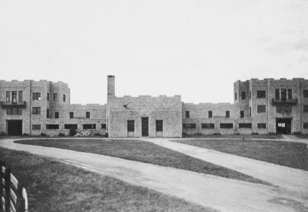 Front of the clubhouse in 1935. Keene's castle-like limestone barn, subsequently transformed into Keeneland's clubhouse. Photo: Keeneland Library.