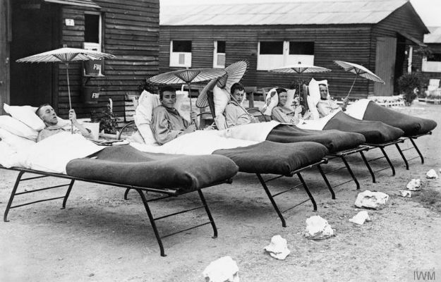 Patients at the No. 12 General Hospital at Rouen's racecourse.  Image courtesy Imperial War Museum