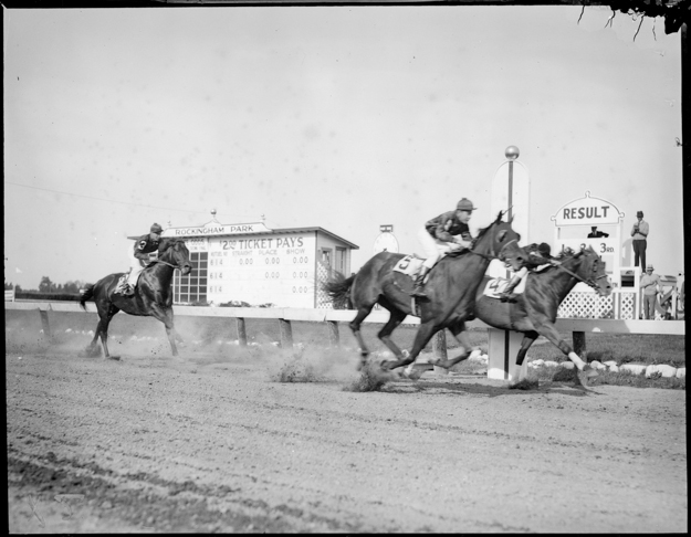 A race at Rockingham Park sometime between 1917-1934. Photo by Leslie Jones, provided by the Boston Public Library.