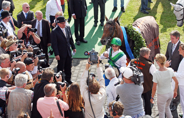 Sea The Moon and connections celebrate the Deutsches Derby win. Photo: RacingFotos.com