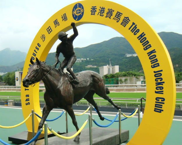 Silent Witness, cast in bronze at Sha Tin, celebrating his legendary seventeenth consecutive victory.  Photo courtesy Flamelai