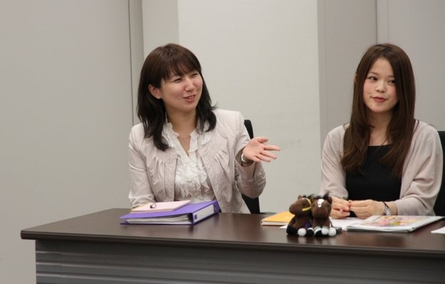 Umajo leader Akiko Fujita (left) at a meeting with the group. Photo: JRA
