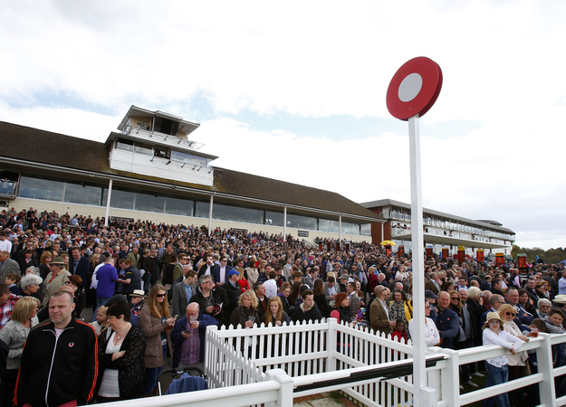 The crowd at Lingfield Park for the All-Weather Championships on April 18. RacingFotos.com