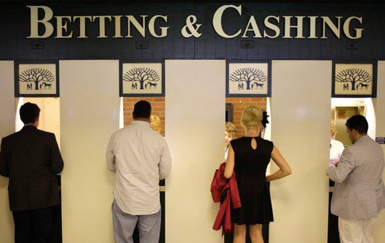 Pari mutuel betting calculator american best binary options trading platform ratings