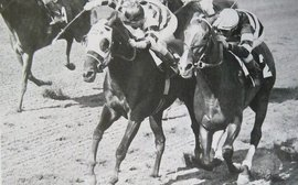 The '62 Travers: a mighty duel from gate to wire
