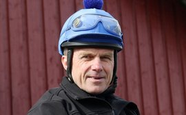 Jockeys who ride into their 60s: this is how it's done