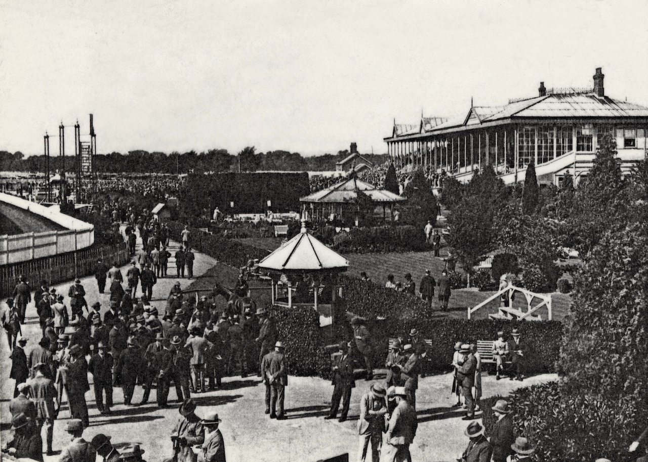 Gatwick Racecourse, photographed in 1925, was popular for its convenient rail links to central London. Image courtesy of West Sussex County Council