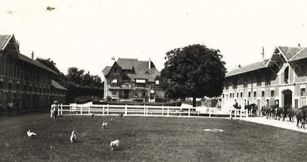 A postcard showing trainer Elijah Cunnington's house and yard in Chantilly. Photo courtesy of Carolyn McCartney
