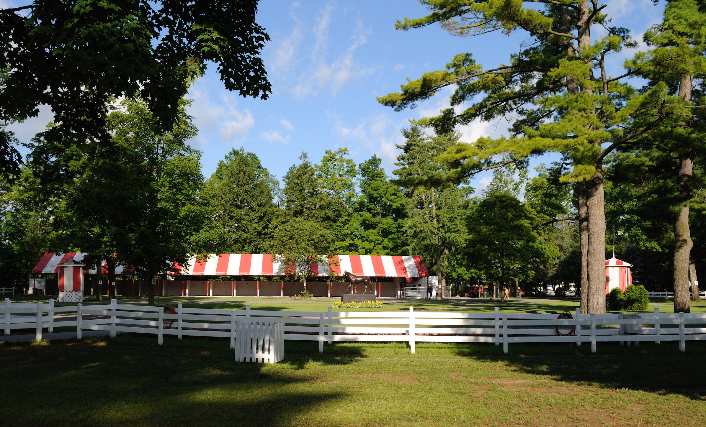 The red-and-white striped canopied saddling shed at Saratoga today. It was added in 1977. Image courtesy Turnberry Consulting