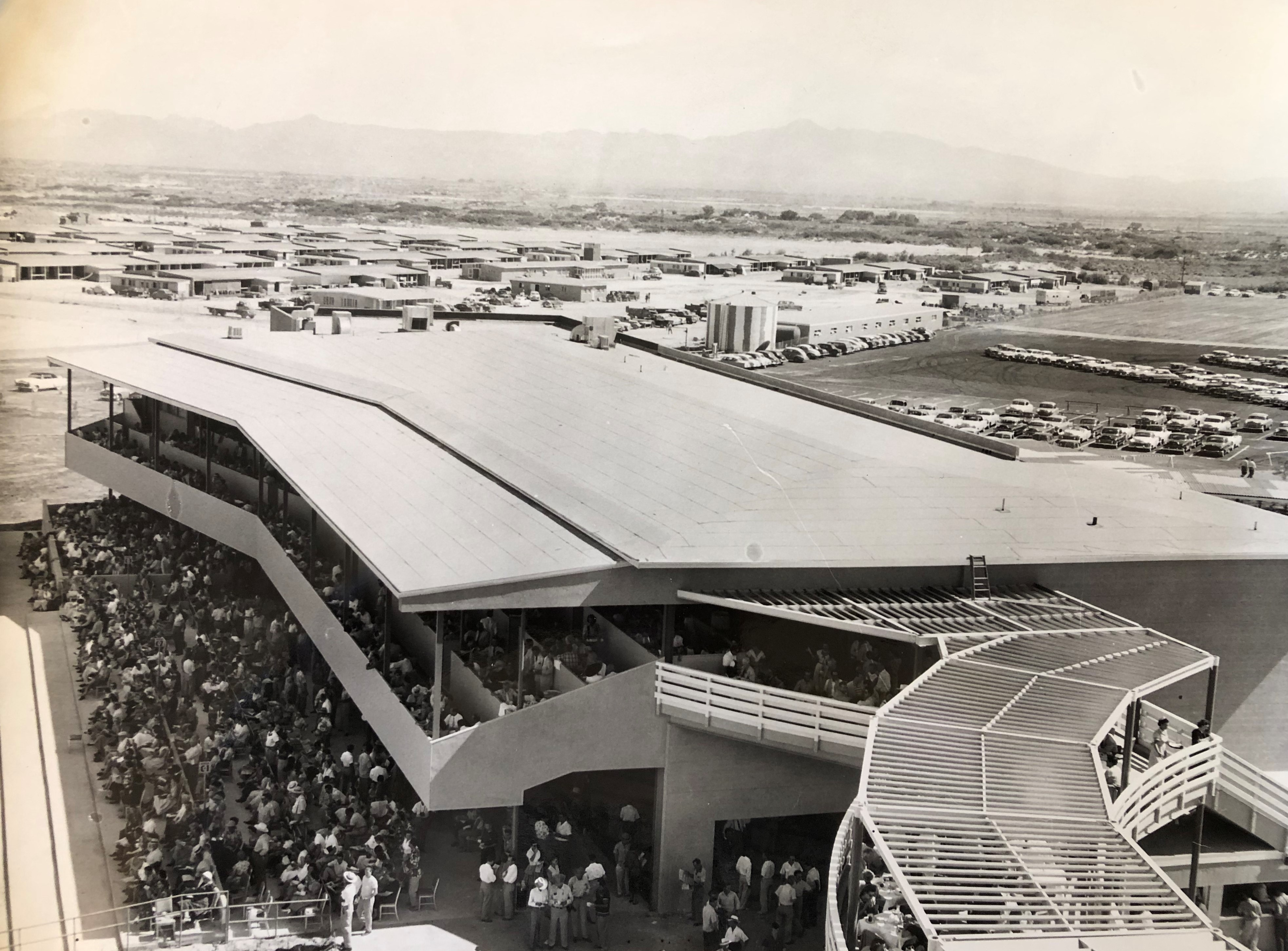 The clubhouse and turf club on one of the few race days at Las Vegas Park in 1953.  Photo: Keeneland Library Thoroughbred Times collection