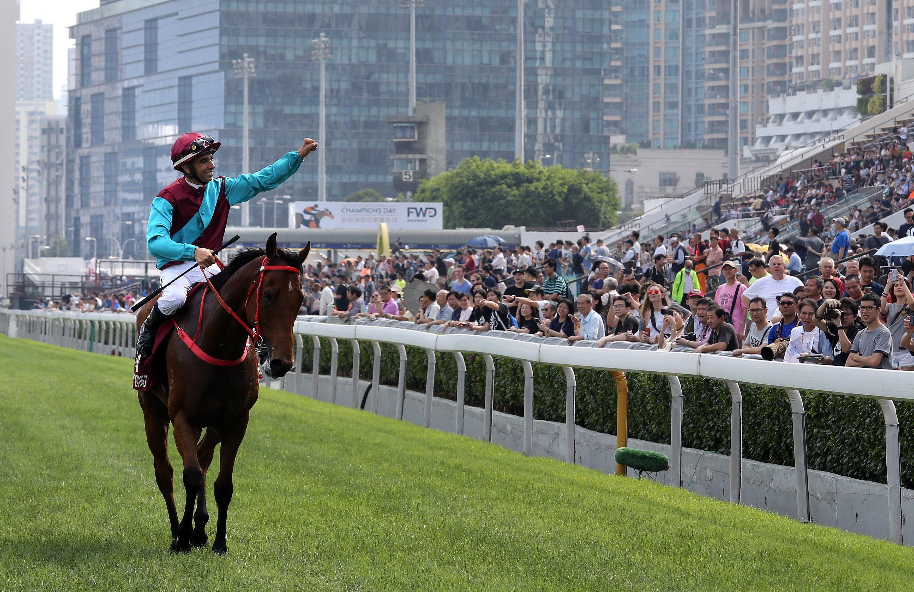 Joao Moreira salutes the Sha Tin crowd after Beat The Clock's narrow victory in the G1 Chairman's Sprint Prize. Photo: Hong Kong Jockey Club