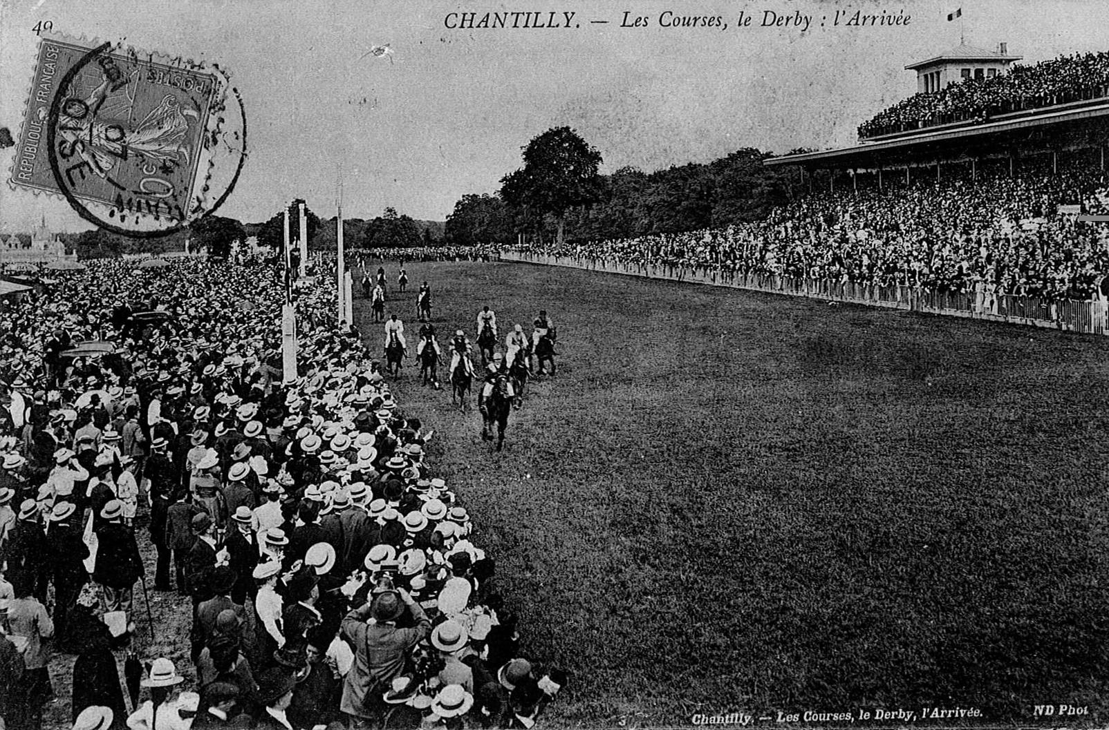A different era: time was when the Prix du Jockey Club was a massive occasion, attracting huge crowds, as seen in this photograph from the early 20th Century. Photo supplied by Sarah Gillois (responsable for heritage and culture at Chantilly town council