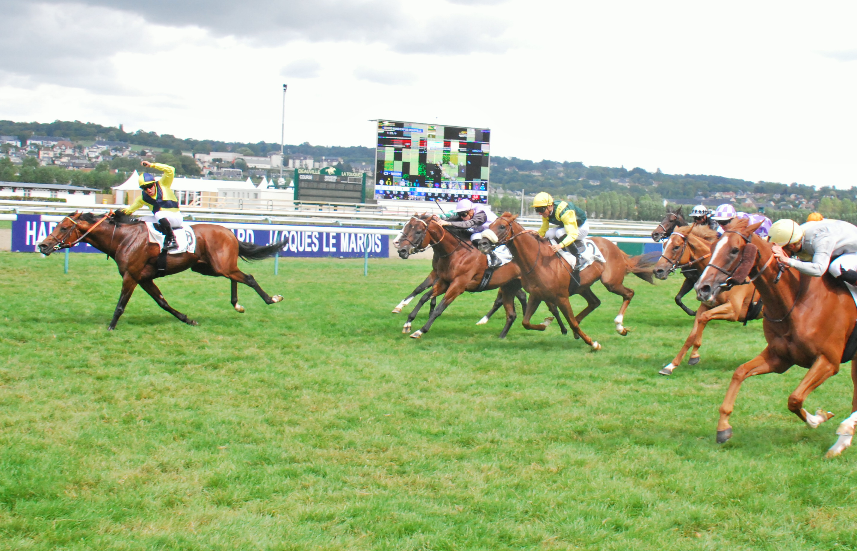 Infirmier and Grégory Benoist deliver a storming late run to take the Grand Handicap de Deauville last August. Photo: John Gilmore